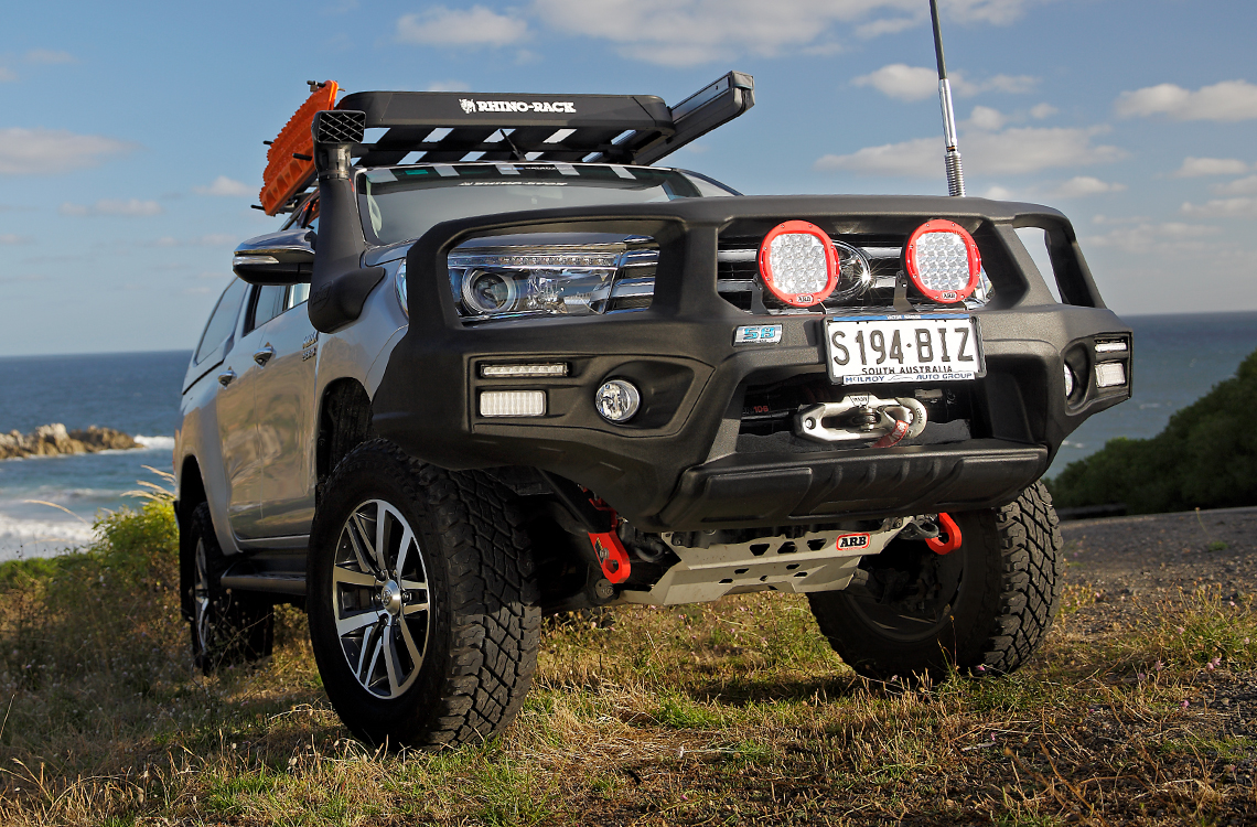 SmartBar Toyota Hilux 2015 SpartanBar on a hill