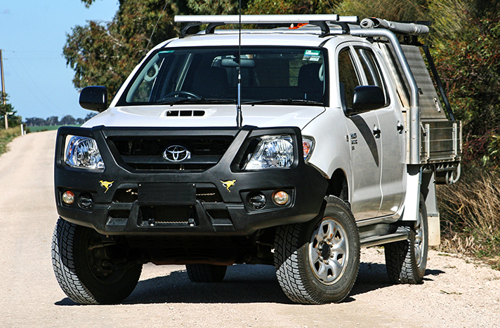 Toyota Hilux 03-05 to 07-11 with a SmartBar bull bar