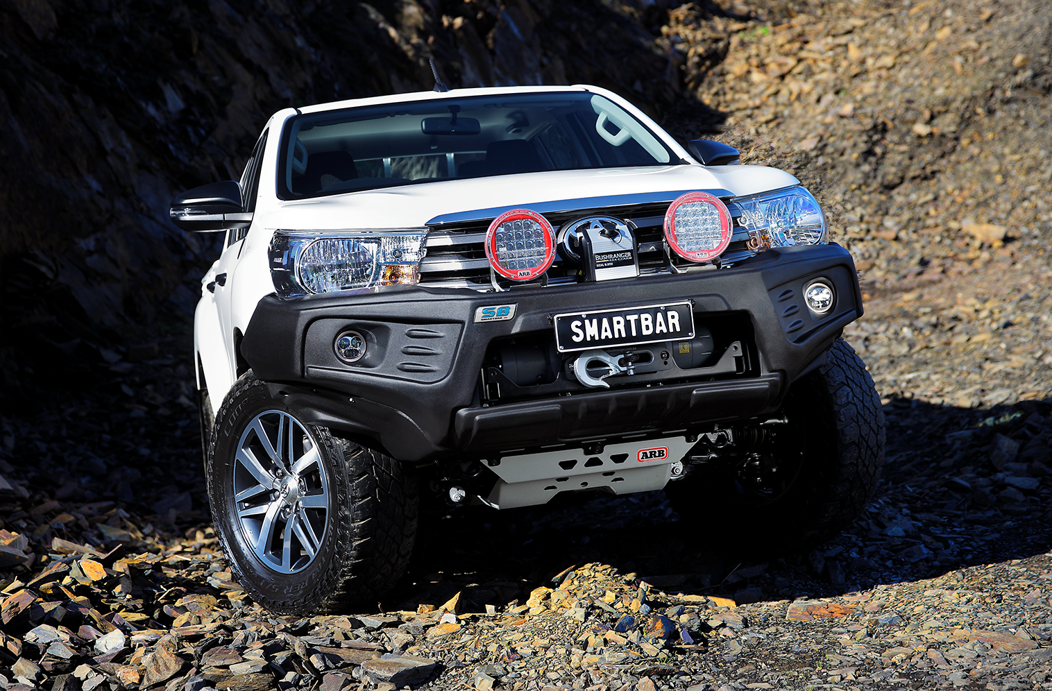 SmartBar StealthBar on a Toyota HiLux